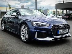 Too much or perfect? What do you think of this blue & silver #newrs5color contrast? Would carbon & black optics fit better? -- #Audi #newRS5 at Audi Zentrum Hanau pic @audizentrumhanau ---- oooo #audidriven - what else ---- #AudiRS5 #RS5 #RS5Coupe #quattro #blueRS5 #4rings #AudiSport #drivenbyvorsprung #audizentrum #audizentrumhanau #blueaudi #hanau #audirsperformance #carsbyaudisport