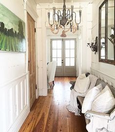 LOVE this farmhouse entry by @hammmadefurniture . Totally swoon worthy  #farmhouse #farmhousestyle #countryliving #interiordesign #home #homedecor #inspiration