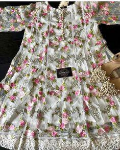 Simple Dresses, Beautiful Dresses, Casual Dresses, Kurti Designs Party Wear, Kurta Designs, Pakistani Wedding Outfits, Pakistani Dresses, Frock Fashion, Women's Fashion Dresses