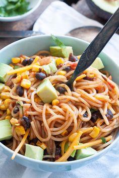 Pastaliebhaber mit wenig Zeit? Dann werdet ihr die One Pot Mexican Pasta lieben! Schnell, einfach und genial gut - kochkarussell.com