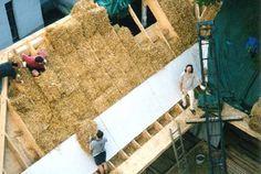 Wohnung und Atelier der Architekten allmermacke in Wien 6, 180 m2. Hier wurde auf einer bestehenden Garage das komplette Dach über dem neu errichteten Atelier mit Strohballen gedämmt.