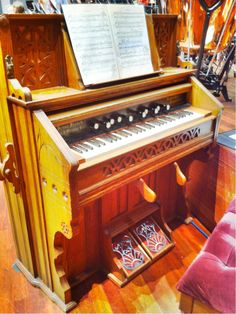 The harmonium being used in this performance of Mahler's 8th symphony was made in Nashville! #Mahler8