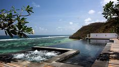 Villa Kubu: The infinity pool and Jacuzzi overlook the Indian Ocean.