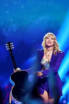 Taylor Swift performing Lover at the MTV VMAs - August 2019 Taylor Swift Music, Taylor Swift Style, Taylor Alison Swift, Taylor Swift Wallpaper, Live Taylor, Mtv Videos, Taylor Swift Pictures, Blue Aesthetic, Role Models
