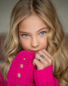 Most Beautiful Faces, Beautiful Children, Beautiful Eyes, Blonde With Blue Eyes, Girl With Green Eyes, Cute Girl Dresses, Cute Girl Outfits, Little Girl Pictures, Cute Kids Photography