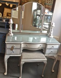 ChouChou Chateau: Queen Anne Dressing Table and Stool Refurb