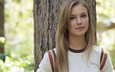 Emily Irene VanCamp(Port Perry,Ontario,Canada, 12 de mayode1986. 1,73m) es unaactrizcanadiense, conocida por sus papeles en las series televisivasEverwood(2002-2006),Cinco hermanos(ABC) yRevenge(ABC).