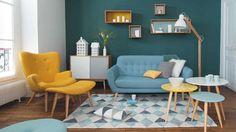Salon scandinave bois clair bleu et jaune Maisons du Monde