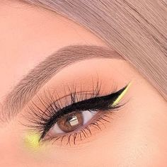 eye makeup for brown eyes ; eye makeup for blue eyes ; eye makeup tips ; eye makeup tutorial for beginners Makeup Eye Looks, Eye Makeup Art, Cute Makeup, Skin Makeup, Makeup Inspo, Eyeshadow Makeup, Makeup Ideas, Rave Eye Makeup, Eyeshadow Palette