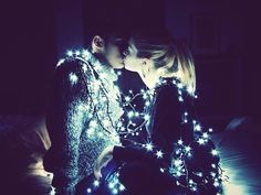 cute couples, relationship, goals, kiss, girlfriend, boyfriend, christmas lights, tumblr