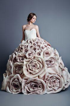 ausgefallene brautkleider haute couture hochzeitskleide altrosa weiß herzausschnitt rosenmotive