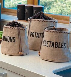 Kitchen Craft Natural Elements Hessian Preserving Bag with Blackout Lining – Yuppiechef Hessian Crafts, Hessian Bags, Jute Bags, Onion Storage, Potato Storage, Bag Storage, Potato Bag, How To Store Potatoes, Coffee Sacks