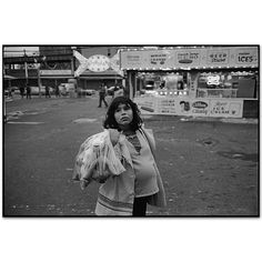 Mary Ellen Mark - Gallery - New York Street - 200J-048-24A