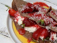 Czekoladowe naleśniki gryczane z serem i truskawkami Gluten
