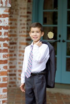 First Communion Boy Cute Boys Images, Boy Images, Boy Pictures, First Communion Banner, Boys First Communion, Arm Circuit Workout, Photographing Boys, Boy Poses, Boys Wear