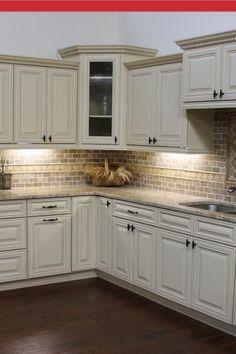 The Best White Kitchen Cabinet Design Ideas To Improve Your Kitchen 13 Glazed Kitchen Cabinets, Kitchen Sink Window, Kitchen Cabinet Design, Kitchen Redo, Home Decor Kitchen, Country Kitchen, Kitchen Interior, Home Kitchens, Kitchen Remodel
