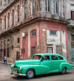 """Daily Life"" in downtown Old Havana"