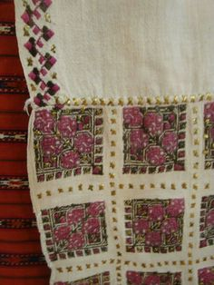 Olesea Enachi****** Folk Costume, Costumes, Cross Stitching, Embroidery Patterns, Elsa, Textiles, Traditional, Quilts, Blanket