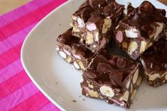 No baking required and you can pretty much throw in anything you like into the mix. For my girly afternoon tea a while back (read post here) I Rocky Road Chocolate, Chocolate Malt, Malteser Rocky Road, Rocky Road Bars, Digestive Biscuits, Peanut Butter Bars, Savory Snacks, Christmas Treats, Tray Bakes