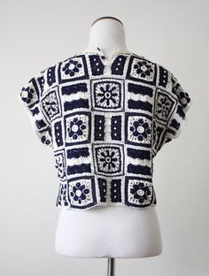 Vintage crochet top in navy blue and white with an accent of tiny pearly beads. Pullover with two buttons at the back of the neck. Crochet Woman, Diy Crochet, Vintage Crochet, Crochet Top, Fashion D, Granny Chic, Crochet Blouse, Crochet Patterns For Beginners, Crochet Fashion