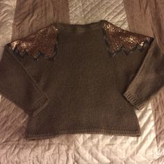 MOVING SALE Very soft and very warm. Absolutely no pilling on fabric, can't recall ever waring it. I look awful in brown. Amazing condition and amazing piece! NWOT!! XXI Sweaters Crew & Scoop Necks