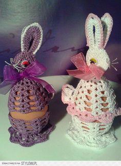 zajączki Crochet Egg Cozy, Crochet Bunny, Crochet Motif, Crochet For Kids, Crochet Designs, Crochet Doilies, Easter Art, Easter Crafts, Easter Eggs