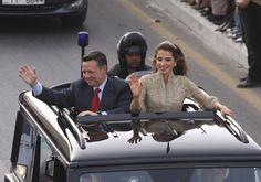 Rania de Jordania luce el mismo vestido de su coronación en su décimo aniversario de su llegada al trono - Foto 1