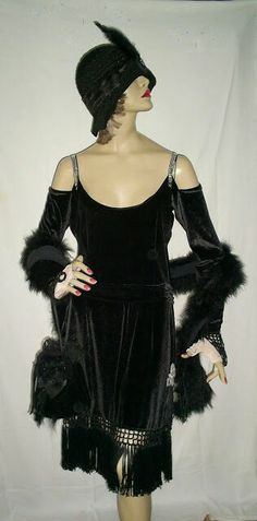 Vestido em veludo estilo anos 30  Criação de Eliane Lago