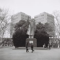 Mao Statue at Tongji University, in March, by Zhang Hao 120 Film, Louvre, University, March, Street View, Statue, Building, Photos, Travel