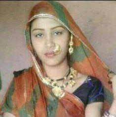 Indian Girls, Indian Art, Maa Image, Aunty Desi Hot, Indian Videos, Rani Mukerji, Desi Models, Village Girl, Indian People