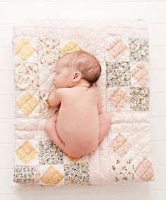 Having baby sleep problems? Are you making one of these 20 mistakes that many parents do that can actually ruin their baby's sleep? Baby Poses, Newborn Poses, Newborn Shoot, Newborn Baby Photography, Children Photography, Newborns, Sibling Poses, Photography Ideas, Newborn Twins