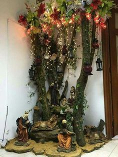 Cheap and Easy DIY Christmas Decorations on a Budget Christmas Villages, Christmas Nativity, Christmas Door, Christmas Holidays, Christmas Crafts, Christmas Ornaments, Diy Christmas Decorations Easy, Christmas Centerpieces, Holiday Decor
