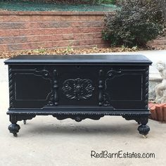 Shabby chic style, likewise in some cases called farmhouse or home style . Keep the color combination neutral and basic to make these two styles . Shabby Chic Dresser, Bedroom Furniture Layout, At Home Furniture Store, Trendy Furniture, Diy Wood Chest, Painted Furniture Colors, Cedar Chest, Chic Furniture, Shabby Chic