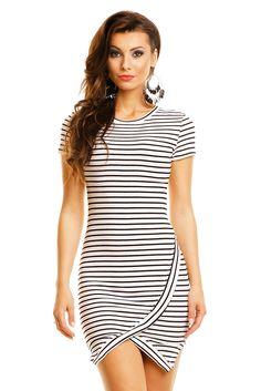 Trendy gestreepte jurk met split detail. Uitgevoerd in een fijne kwaliteit met comfortabele pasvorm. Dames kleding EB Plaza