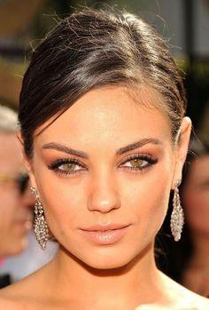 Mila Kunis natürliches Makeup schöne braun grüne Augen