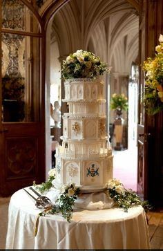 Lady Mary and Matthew's Wedding Cake is replica of Downton Abbey