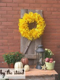 Turn a Pallet into Rustic Fall Decor