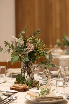 食空間コーディネーター直伝悩まない披露宴テーブルコーデの重要ポイント色と高さとは Wedding Arrangements, Wedding Centerpieces, Wedding Decorations, Table Decorations, Centerpiece Ideas, Long Table Wedding, Tent Wedding, Wedding Stuff, Bridal Table