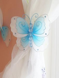 Butterfly curtain tiebacks- I loooove these & so easy to make!