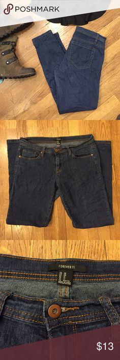 Forever 21 denim Forever 21 skinnies. Very lightweight comfortable jeans. Forever 21 Jeans Skinny
