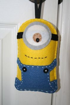 This is a listing for a tooth fairy pillow that is inspired by the minions in Despicable Me. This is not a licensed product. Tooth Pillow, Tooth Fairy Pillow, Felt Diy, Felt Crafts, Felt Christmas, Christmas Crafts, Christmas Ornament, Pochette Portable, Minion Craft