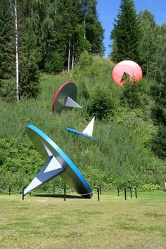 Claes Oldenburg & Coosje van Bruggen: Tumbling Tacks
