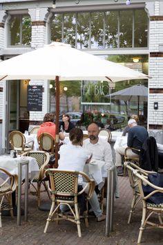 'We wilden een stukje Parijs in Rotterdam neerzetten', vertelt chef-kok Remco van de Lagemaat. Samen met zijn vrouw Magdalena Bistrot du Bac openden ze in juli 2013 een klassieke bistro: Bistrot du Bac.