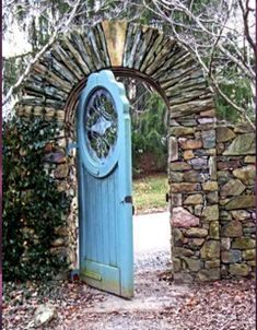 Love this door!! makes me want to see a secret garden behind it :)