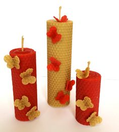 Červení motýlci - svíčky z včelího vosku Beeswax Candles, Diy Candles, Pillar Candles, Candle In The Dark, Candle Art, Candle Making, Craft Projects, Honey, Arts And Crafts