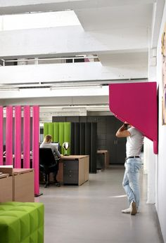 BuzziHood by Alain Gilles - BuzziHood by Alain Gilles is an area for privacy that happens to look a lot like a contemporary phone booth. Commercial Design, Commercial Interiors, Isolation Sol, Le Manoosh, Acoustic Design, Acoustic Wall, Cool Office Space, Office Art, Contemporary Office