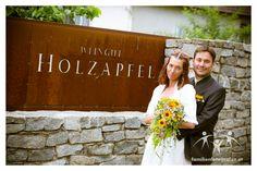 Heiraten im Weingut Holzapfel Wedding Decorations, Crown, Wedding Photography, Photographers, Getting Married, Apple, Wine, Corona, Wedding Decor