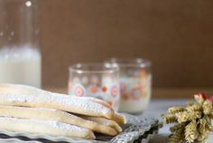 Fartons. Receta española con Thermomix Glass Of Milk, A Food, Breakfast, The World, Sweets, Thermomix, Morning Breakfast