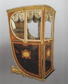 Royal Workshops, Sedan Chair of Queen María Luisa of Parma, 1795. Wood, gilded metal, bronze, velvet and silver, 163 x 78 x 100 cm. Madrid, Royal Palace, National Heritage, Inv.