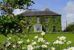 Grove House and Courtyard Cottages in Schull, West Cork combine the elegance of a Georgian country house hotel with the rustic, but luxuriously converted stable and barns, all set in 2 acres of peaceful countryside just 1 mile from Skibbereen.